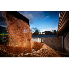 Filling a fuel store with wood chip
